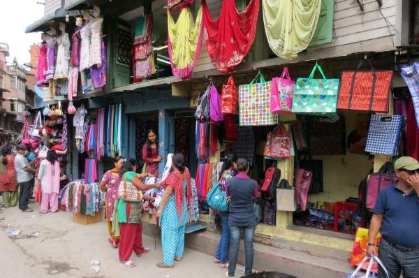 Bottega a Kathmandu - foto © Paolo Coluzzi